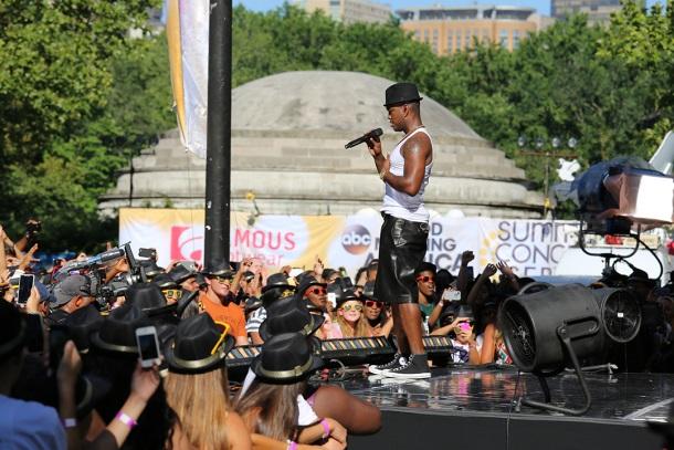 Ne-Yo GMA Concert Famous footwear_0515