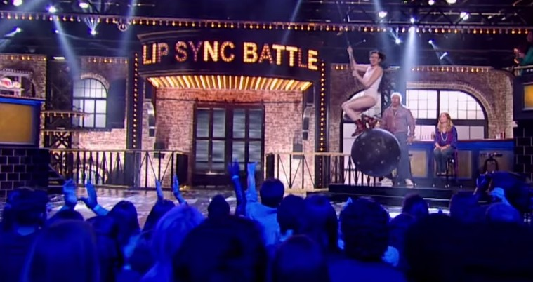 Anne hathaway emily blunt lip sync battle