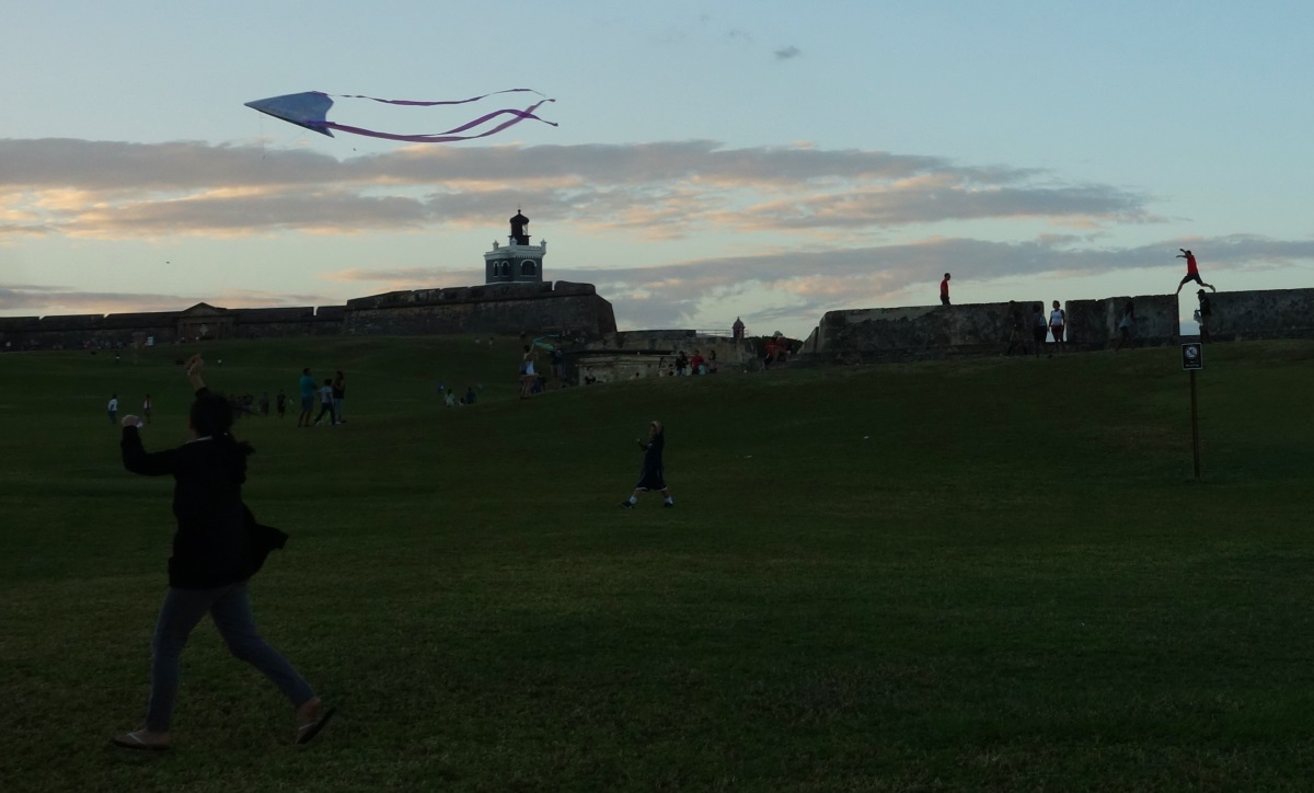 fly a kite Old San Juan-DSC08086