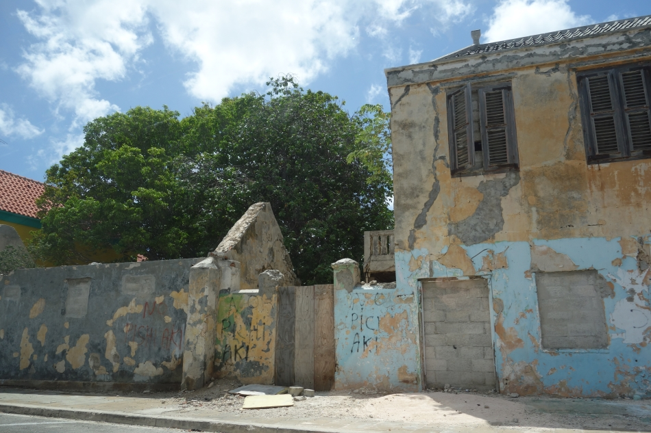 Urban Decay in CuracaoDSC04586