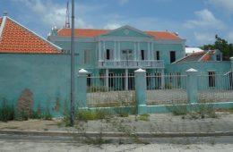 Urban Decay in CuracaoDSC04858