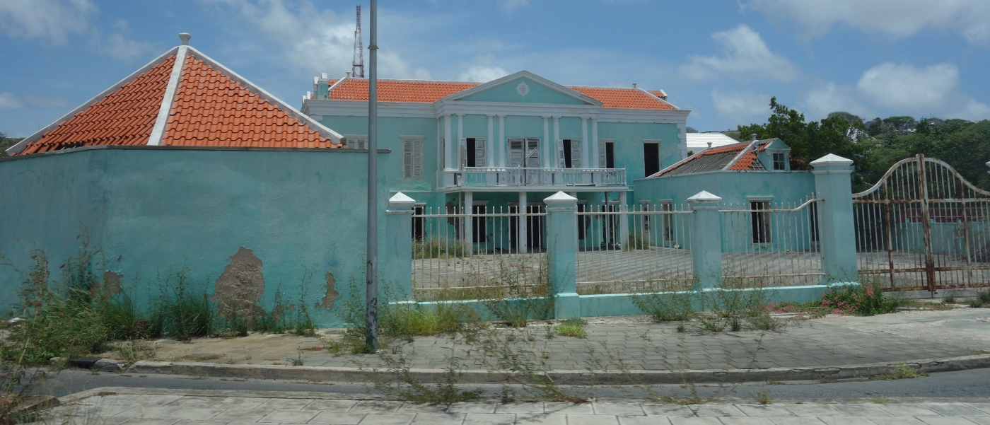 Urban Decay in CuracaoDSC04858