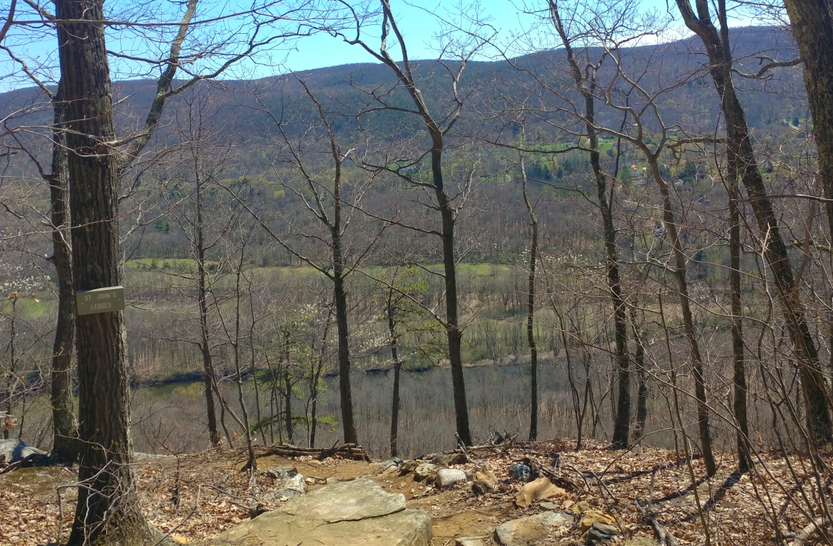 Hiking from River Road to 341115031